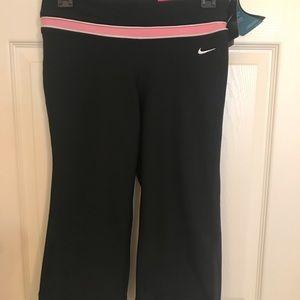 Nike workout capri XS fits like M